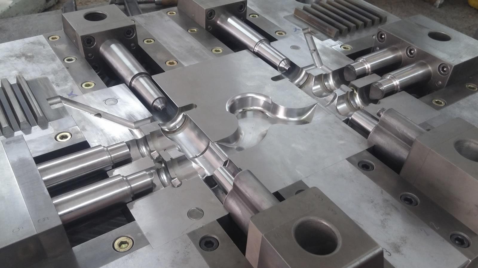 Aluminum Injection Moulds   B K S KALIP